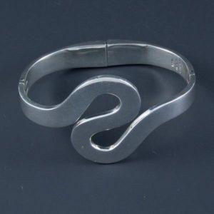 Curved Plain Bracelet