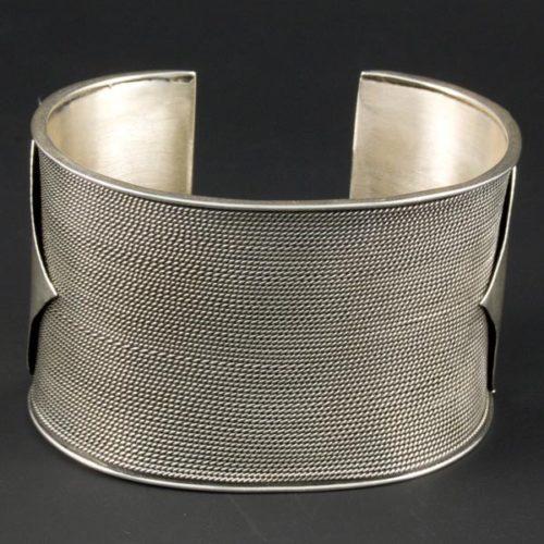 Lined Bracelet Short