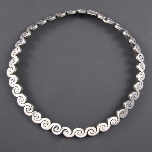 Linked Waves Plain Necklace