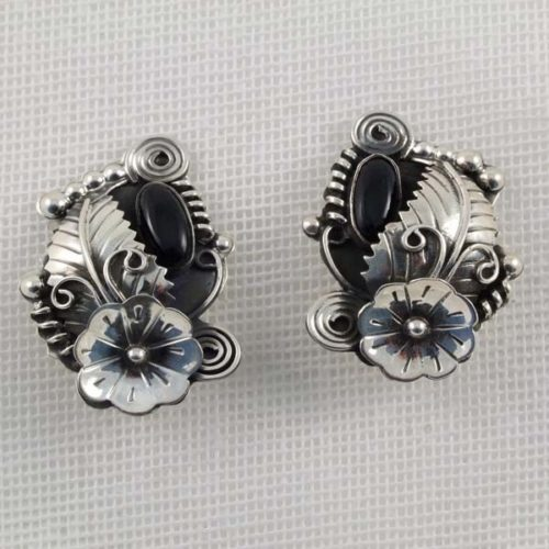 Flower Earring with Onix Stone