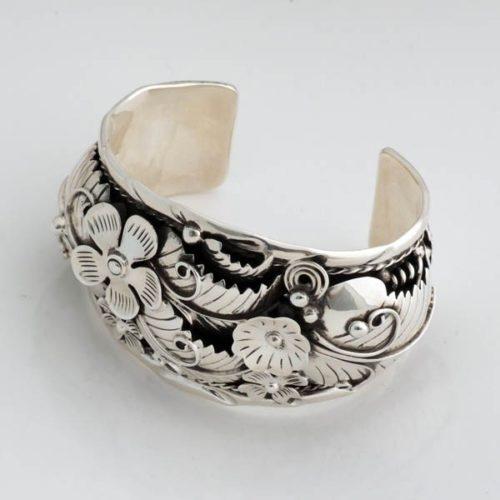Elegant Flowered Bracelet