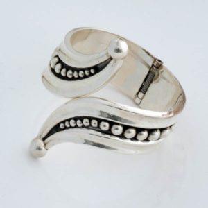 Fashionable Plain Bracelet