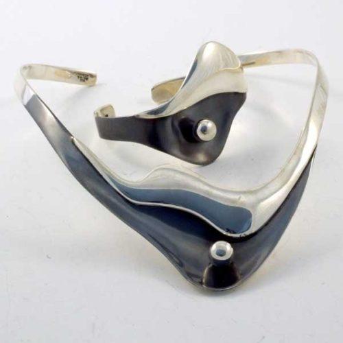 Silver and Oxide Plain Set