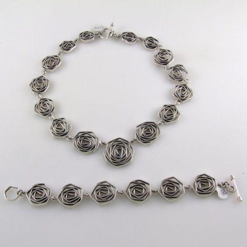 Plain Roses Necklace and Bracelet