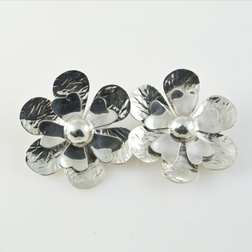 Textured Flowers Clip-ons Earrings
