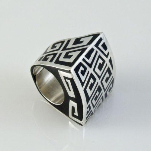 Onys Ring