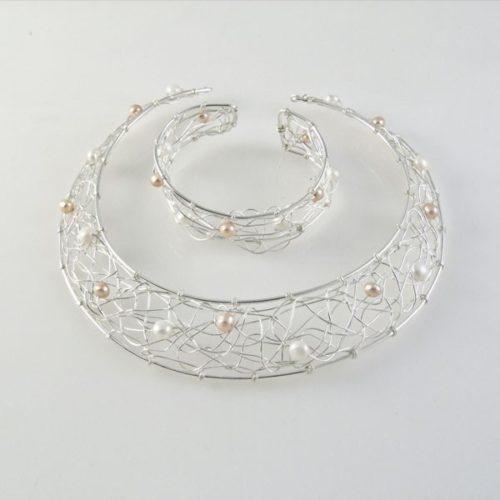 Necklace and Bracelet Pearls Set